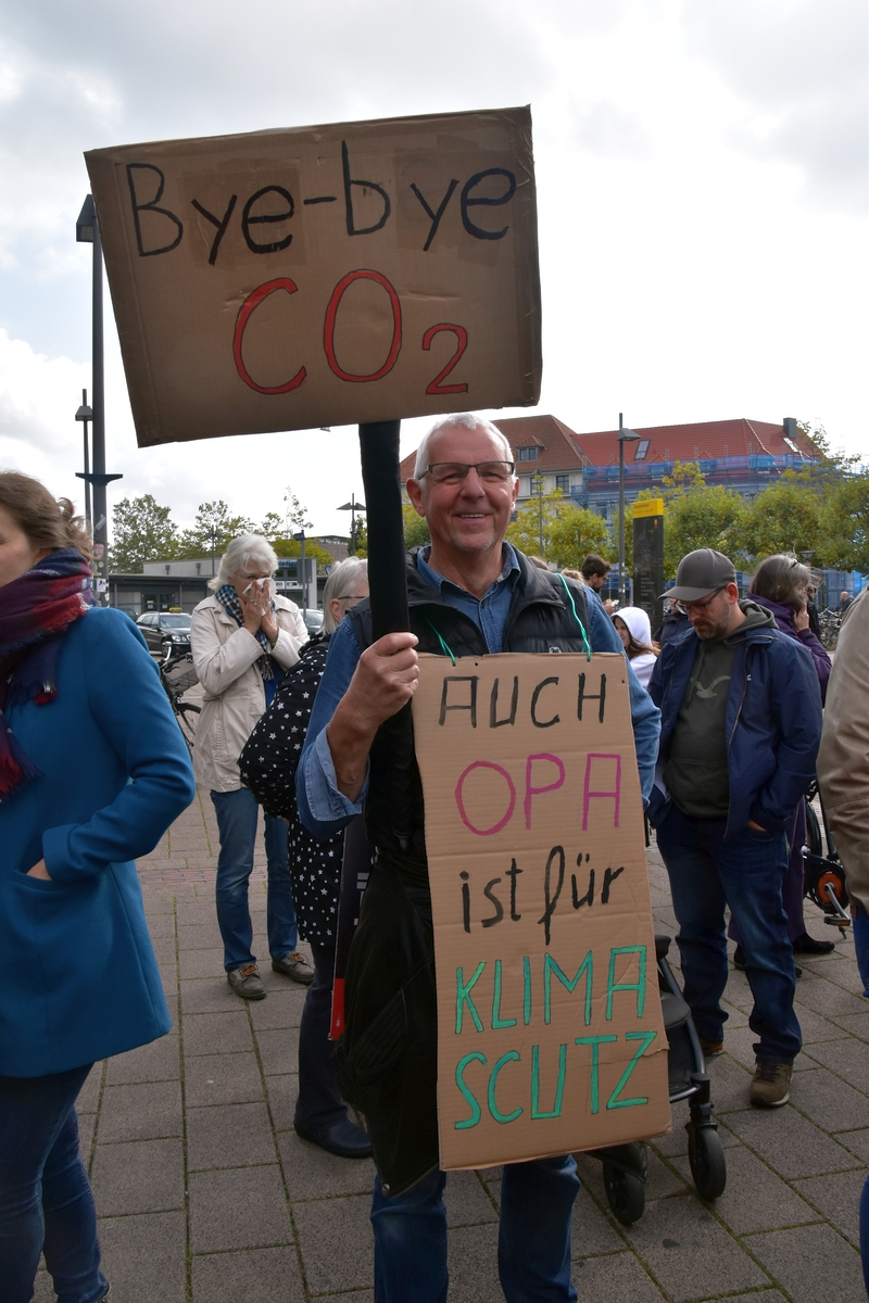 Demo-Opa FridaysforFuture Oldenburg 27.09.2019 Foto GrAbo